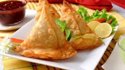 Chaat street of India: Samosa Chaat, How to make it the easy way.