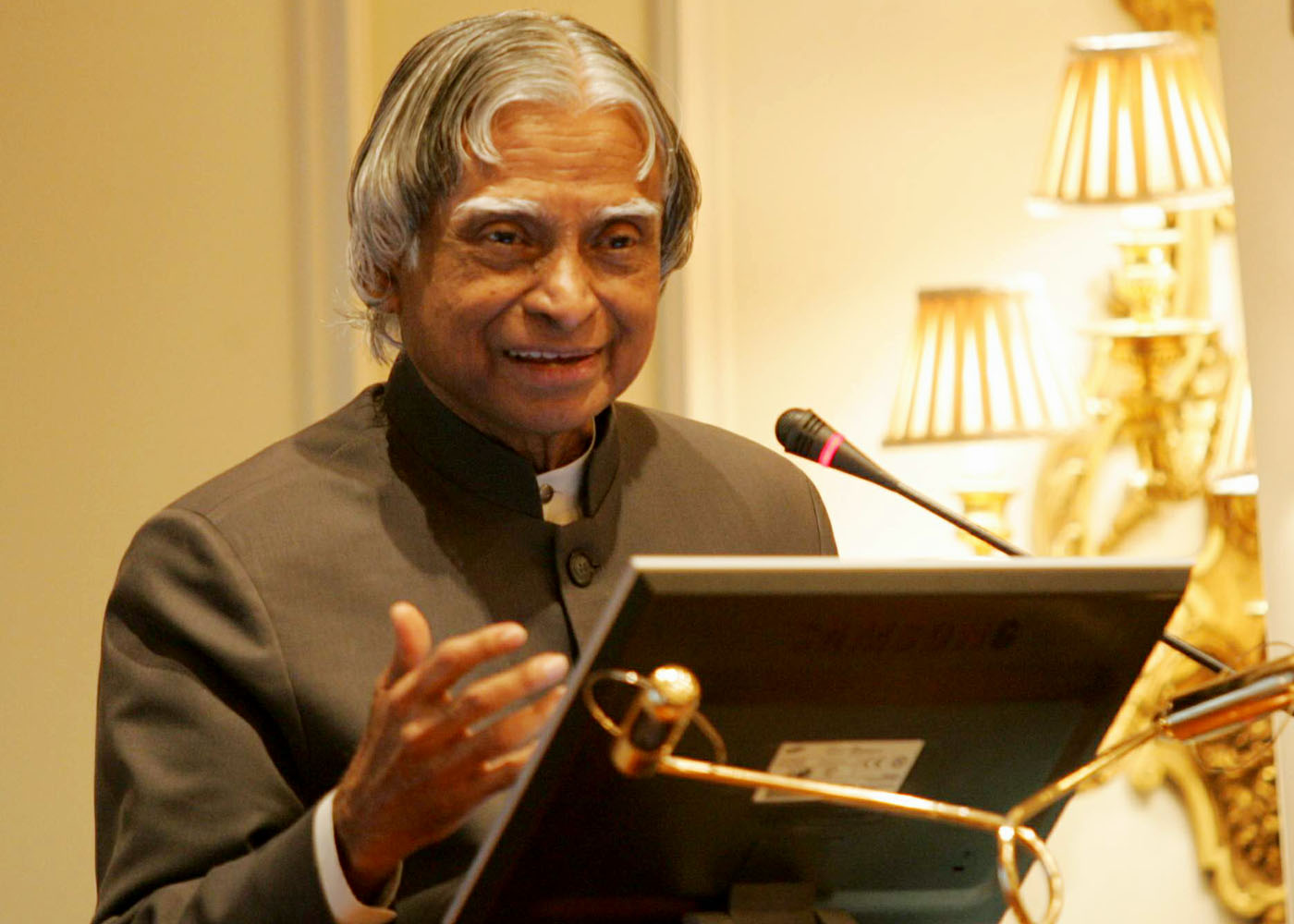 abdul kalam graduated in physics from Abdul kalam's achievements as a scientist: after completing his graduation in 1960, dr apj abdul kalam joined as a scientist in defense research and development.