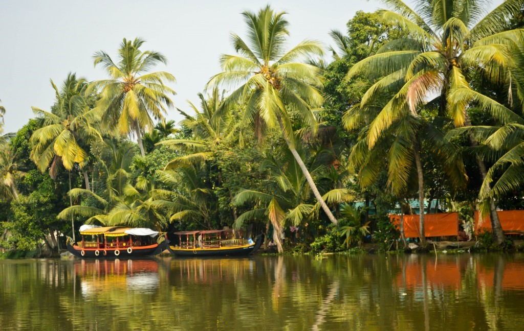 Enchanting Houseboats for honeymooners in Kerala