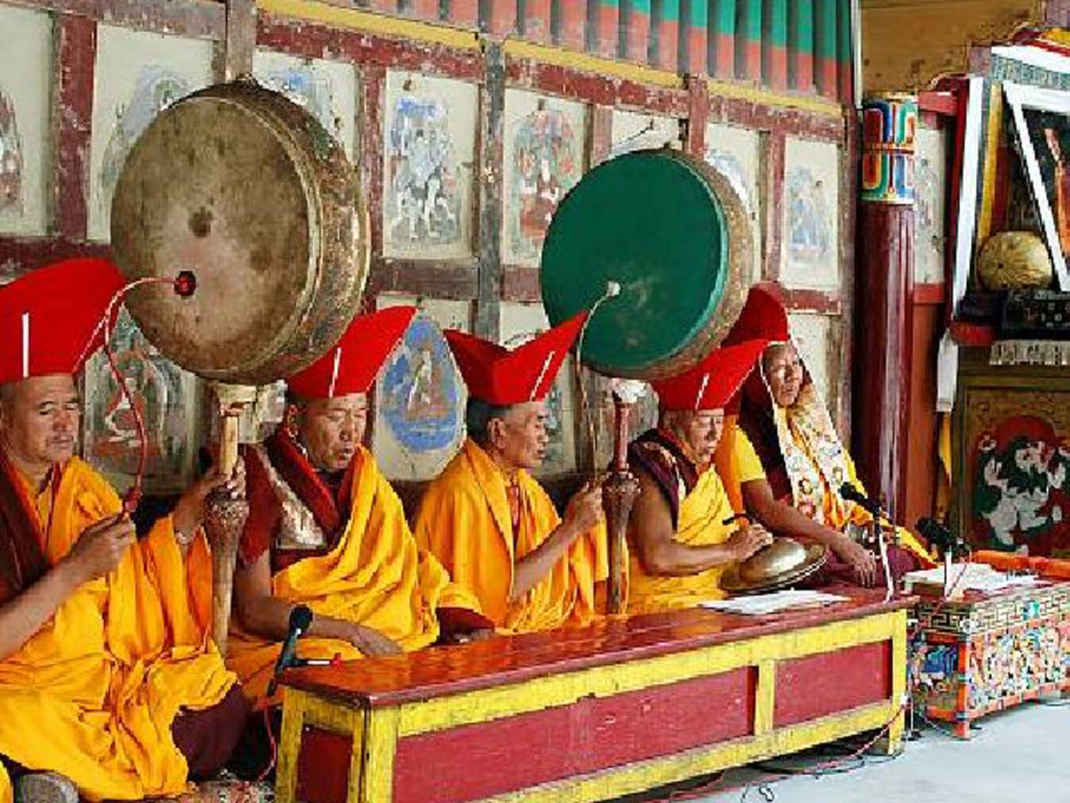 the culture beliefs and traditions of buddhist monks In buddhist traditions, this death bed chanting is regarded as very important and is ideally the last thing the buddhist hears buddhists believe that we can actively assist and bring relief to the dying members through assisting the dying through the process of dying.