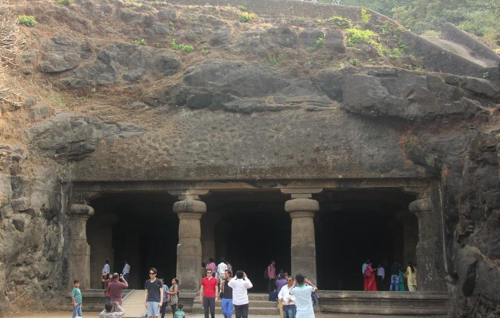 Shiva_cave_in_Elephanta_Caves-wk
