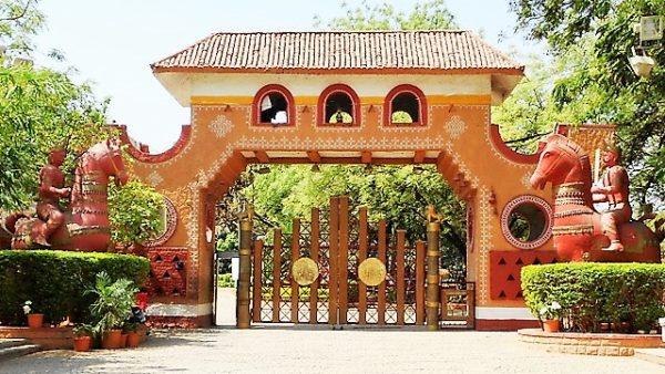 The welcoming entrance of Shilparamam